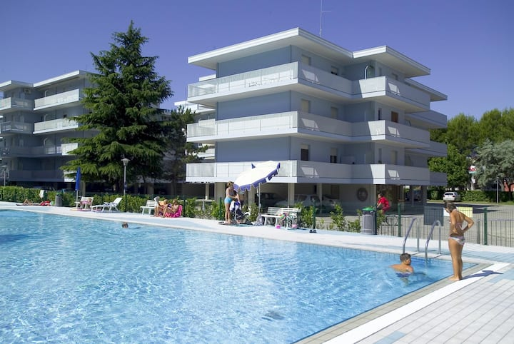 apt for 3+2 persons with pool in Bibione R51876