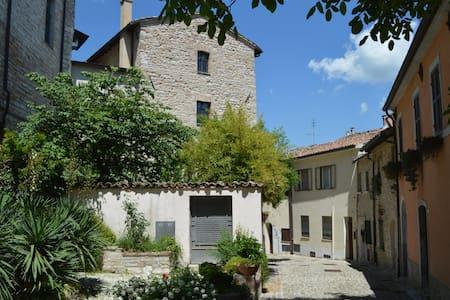 La Casa Rosa. Castello Sassoferrato - Sassoferrato
