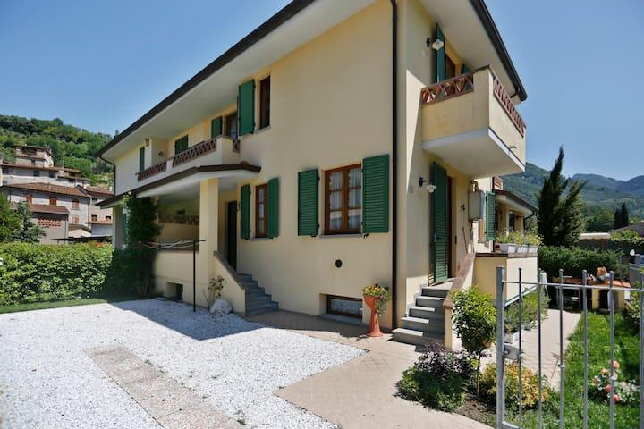 VILLETTA A SCHIERA IN CAMPAGNA - Nocchi - Apartemen