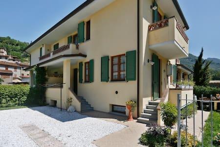 VILLETTA A SCHIERA IN CAMPAGNA - Nocchi