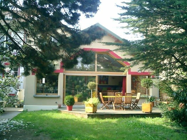Grande maison d 39 architecte 13mn de paris maisons - Location maison jardin ile de france colombes ...