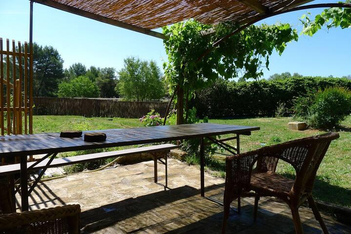 Cadenet's gardens - Castries - House