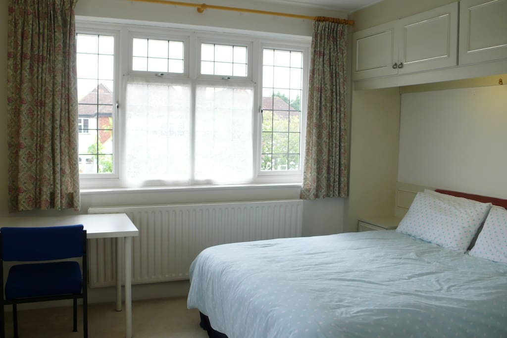 Ensuite Room To Rent In New Malden