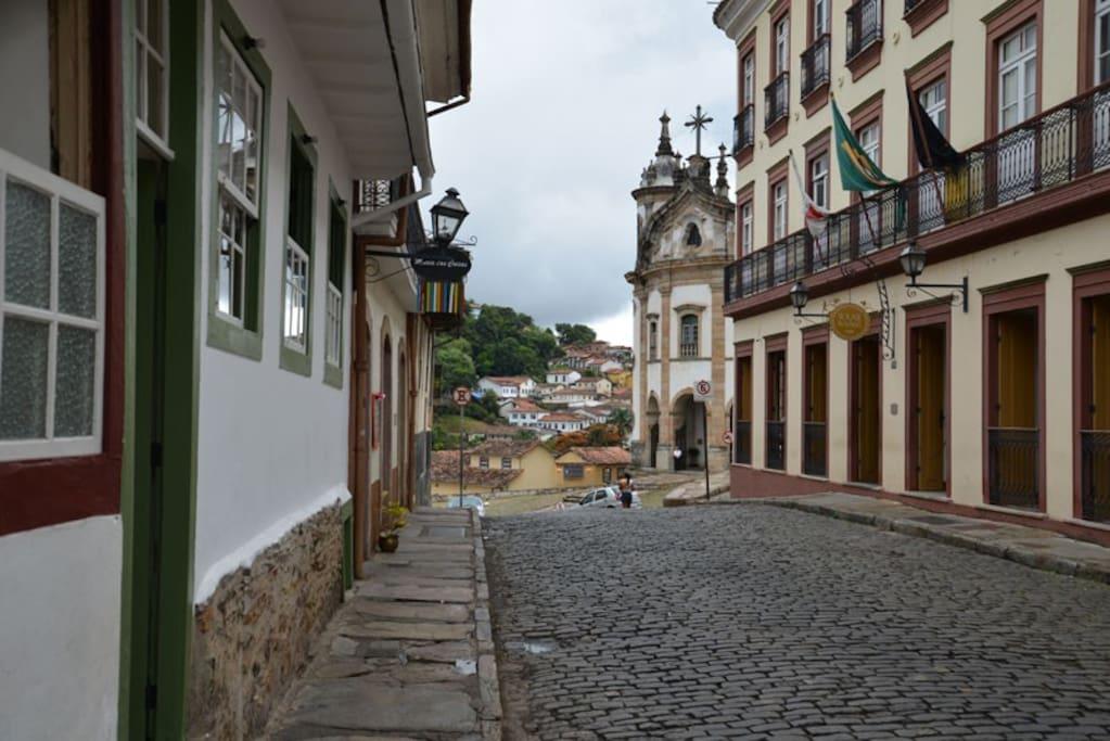 DA CASA DE ROSA E A IGREJA DE N.S. DO ROSÁRIO