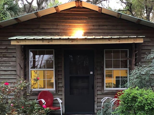 2 bedroom / 2 Bath Cottage-sleeps 4-8