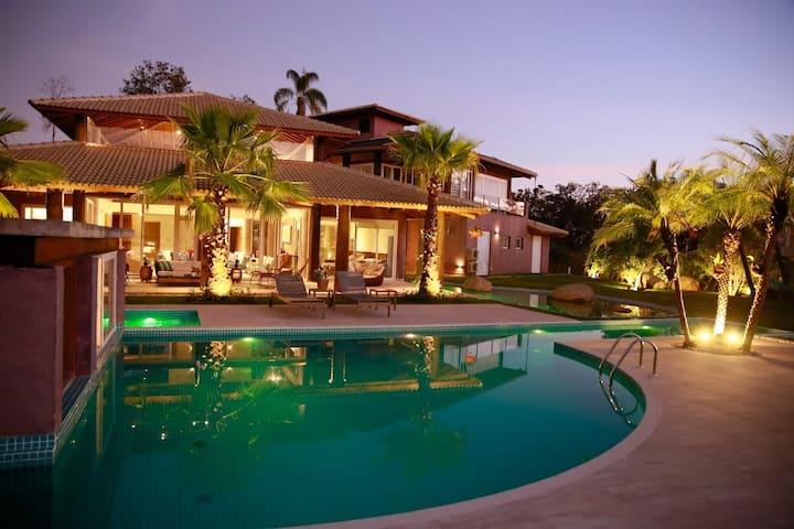 Casa-Resort linda próximo  a Atibaia !!