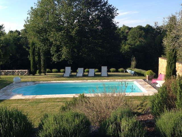 Charmante villa avec piscine. - Saint-Laurent-sur-Sèvre - Villa