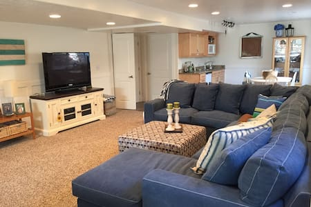 Sunny, spacious, private basement - South Jordan - Ev