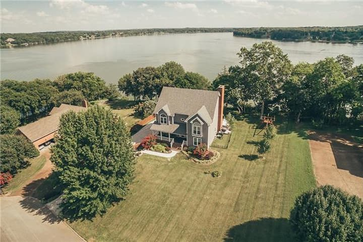 Room on Old Hickory Lake