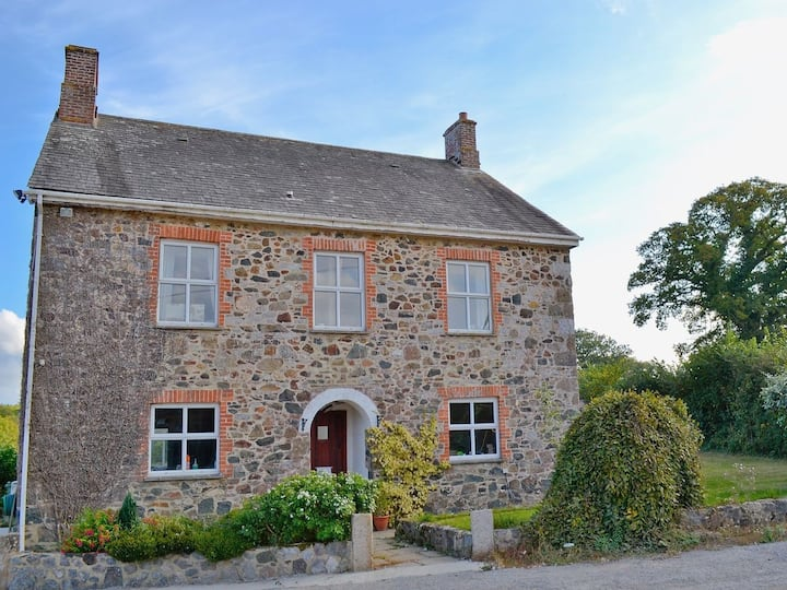 Dunley Farmhouse - quiet, cosy and comfortable