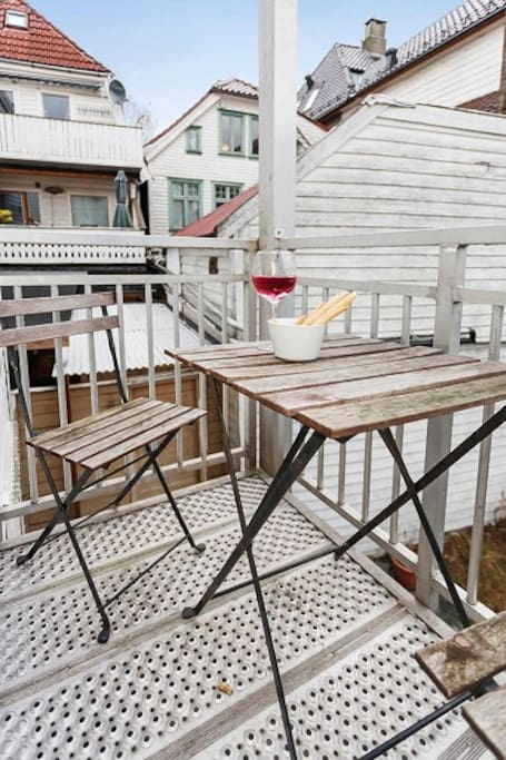 Balcony towards the backyard / balkong mot bakhagen / Balkong Rückseite Richtung Garten