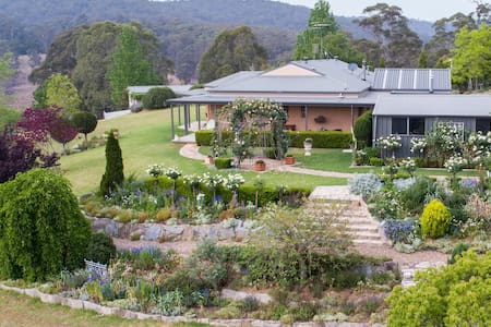Fully self contained country garden retreat