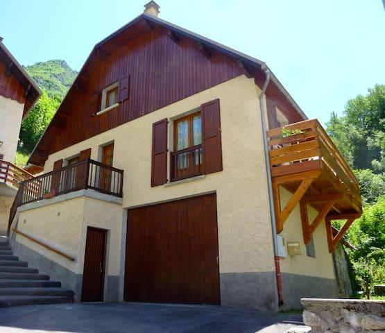 Villa 5 pers 85m2, 3 chambres + balcon + Piscine