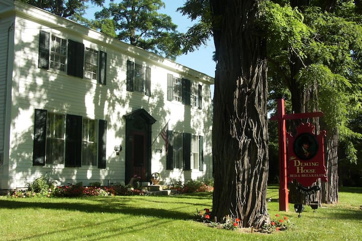 Deming House B and B, circa 1780 - Arlington - Bed & Breakfast