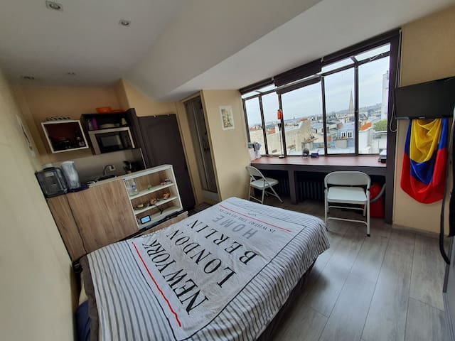 BEAUTIFUL STUDIO WITH THE VIEW OF PARIS