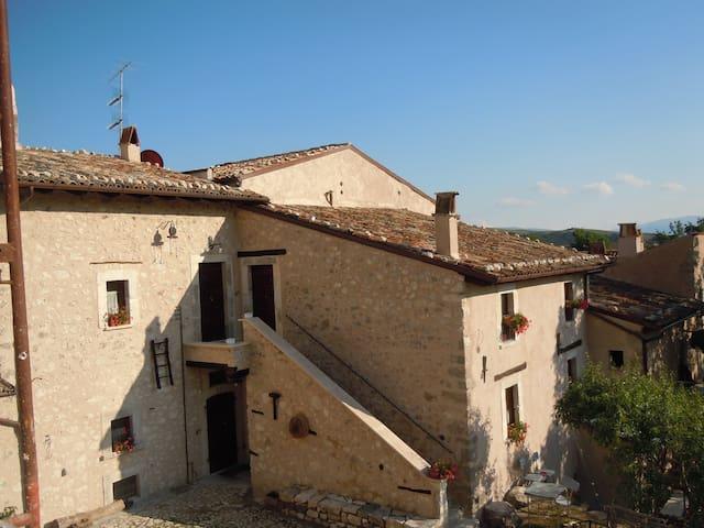 un tuffo nel passato - Santo Stefano di Sessanio - Huis