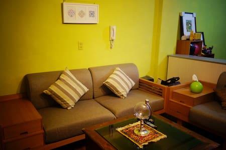 台中市區沙發衝浪couchsurfing~近一中街、科博館 、勤美誠品 - Lakás