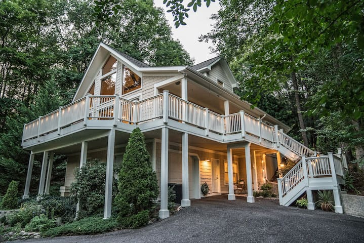 Lake Lure upscale home with lake access and views