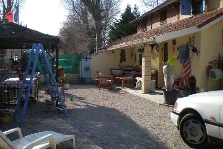 jolie maison  au coeur de provence - Meyrargues - House