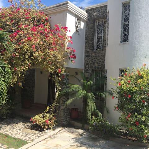Juvenat Karibé Guest House 5 chambres à coucher