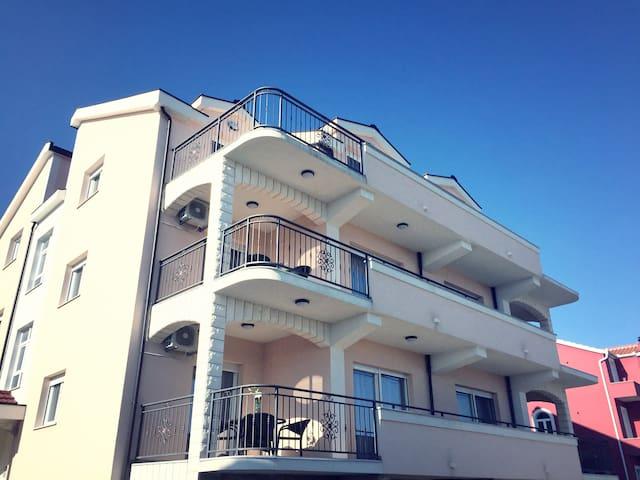 Villa Apartments Kordić - Kaštel Lukšić - Villa
