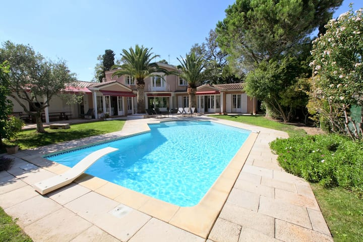 Luxury 5 bedroom private pool villa, Narbonne