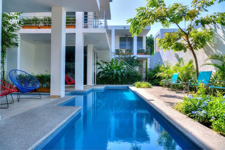 2 Minutes to Beach w/ Patio & Pool in Art District
