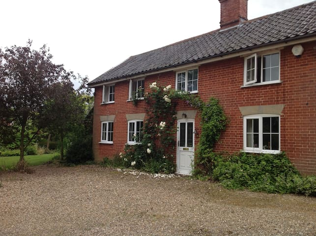The Chestnuts - family run b&b - Tharston - Bed & Breakfast