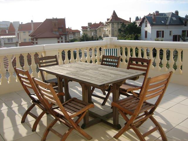 Beautiful, historical appartment - Biarritz - Apartamento