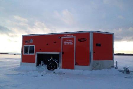 Leech Lake Fish house on the ice!!! - Walker - Lakókocsi/lakóautó