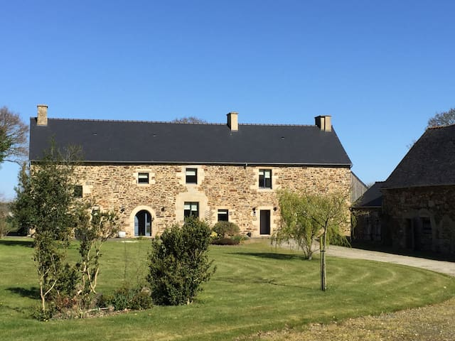 Luxury 16th Century Farmhouse near Dinan, Brittany - Plenee Jugon - Huis