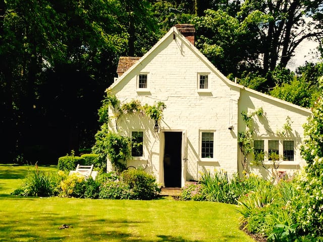 English Country Cottage - Hampshire - House