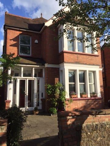 Sunny Edwardian House with Garden close to London - Harrow - House