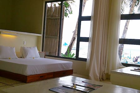 Absolute Beachfront 1 Bedroom Apt - Wohnung