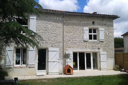 Pleasant  Charentaise Property - Beaulieu-sur-Sonnette - House