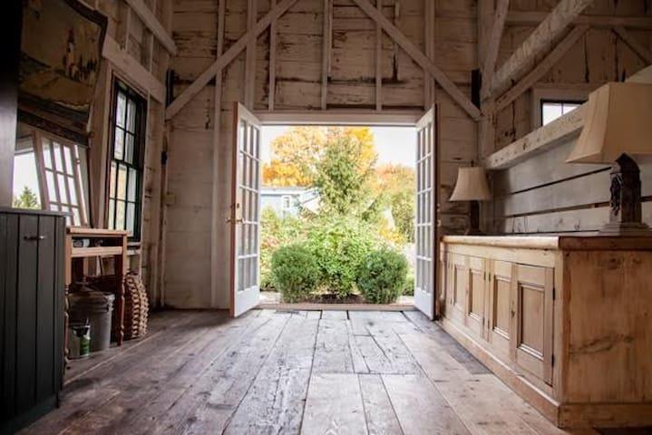 Wild Rose Farm B&B  - Acadia Queen Suite