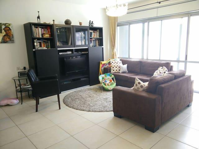 Lovely 5 bedroom family house - Modi'in-Maccabim-Re'ut - Hus