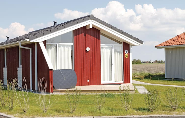 Holiday cottage with 2 bedrooms on 47m² in Friedrichskoog