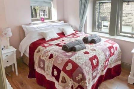 Towngate Cottage - Charm & Romance - House