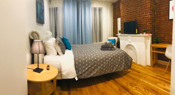 Private King Luxury Room - 20 Mins to City