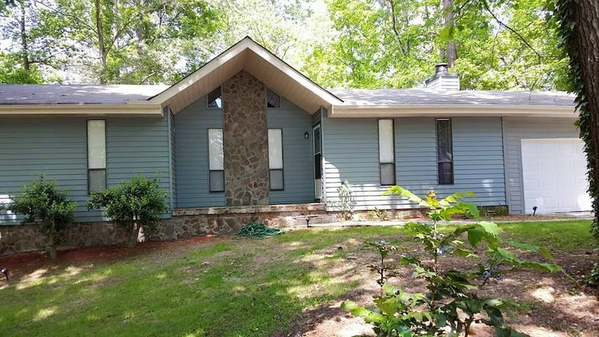 South Atlanta 3 bdrm Lake House - Jonesboro - Dom