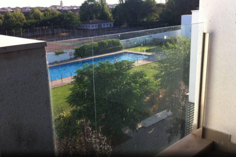 Magnífica piscina para disfrutar de unos refrescantes baños