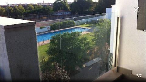 Bonito y luminoso ático con piscina