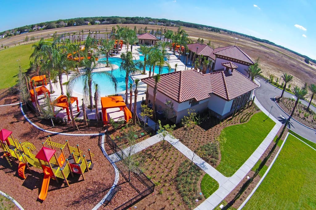 Incredible resort, with pool, slide, playground, gym, clubhouse, tennis courts and much more!!