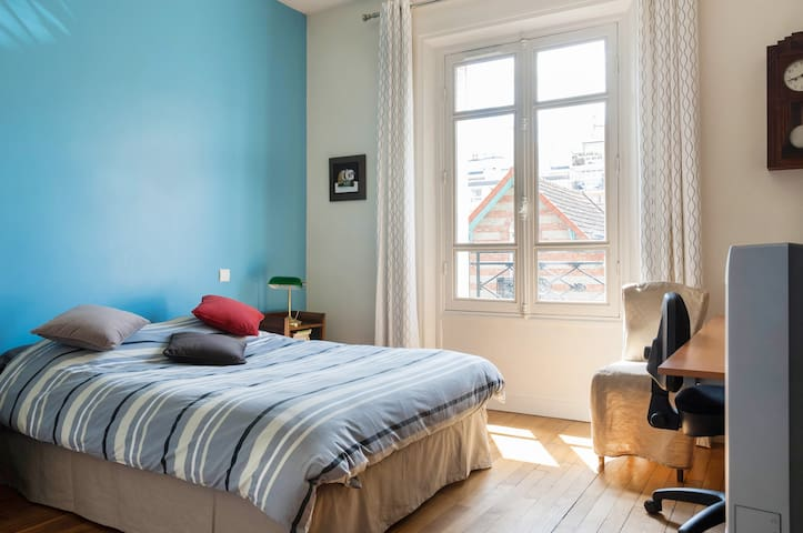 Big sunny room, comfortable double bed