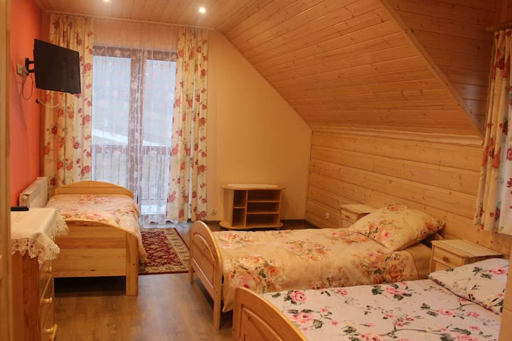 warm beige room - Jasienica - House