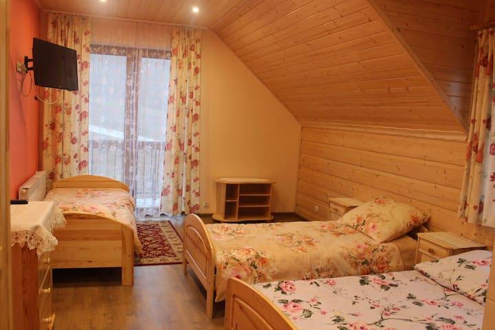 warm beige room - Jasienica - Casa