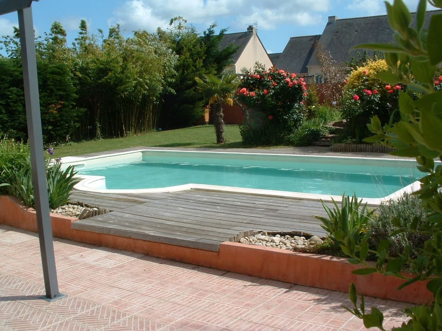 Maison de vacances a la ville houses for rent in cou ron for Piscine coueron