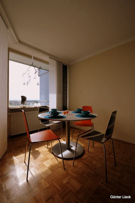 aachens h chster ferienbalkon apartamentos para alugar em aachen nordrhein westfalen alemanha. Black Bedroom Furniture Sets. Home Design Ideas