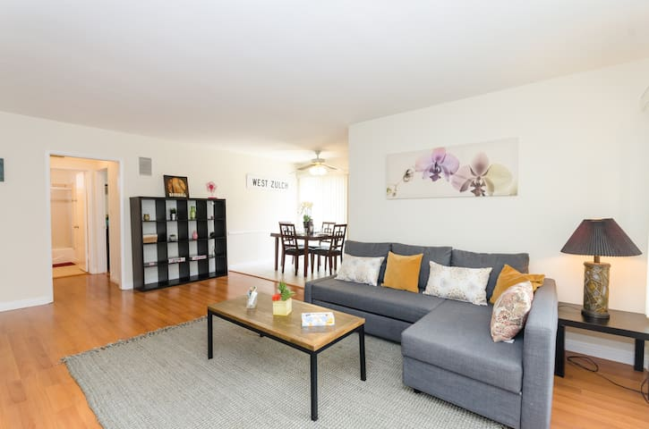 FRESH CLEAN in BEST Hollywood Area + parking